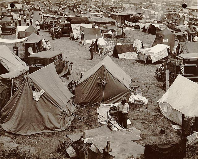 a history of the events surrounding the bonus army in 1932 The bonus army was the name applied a the bonus march actually began in may 1932 as some 15,000 veterans assembled in makeshift camps scattered around.