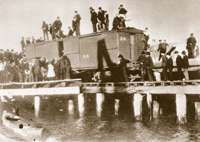 Photo of Chinese being expelled from Humboldt County in October 1906